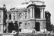 Одеса. Театр опери та балету. Фото П. Юрченка. Поштова картка. По підпису 1951 р.