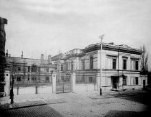 Усадьба графа М.М. Толстого, здания картинной галереи еще нет, фотография до 1896 года