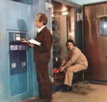 Климатические испытания тензодатчиков. Фото в буклете «Одесскому заводу имени П. Старостина 100 лет», 1982 г.