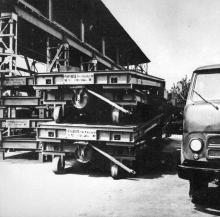 Автомобильные весы — труженикам села. Фото в буклете «Одесскому заводу имени П. Старостина 100 лет», 1982 г.