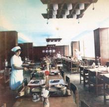 Старостинцы довольны своей столовой. Фото в буклете «Одесскому заводу имени П. Старостина 100 лет», 1982 г.