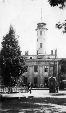 Вид на ул. Преображенскую, на каланчу Бульварного полицейского участка, фотография из оригинального фото альбома Оррина Уайтмана, 1917 г.