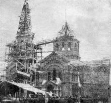Торжество поднятия креста на сооружаемом военном соборе 14 июля 1910 г.. Фото Б. Альтера в газете «Одесский листок». 17 июля 1910 г.
