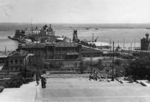 Одесский порт. Вид с Бульварной лестницы. 1942 г.