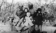 Памятник Ленину и Сталину в городском саду