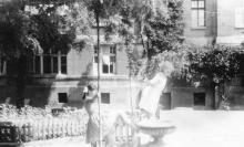 Двор дома № 32 по ул. Островидова