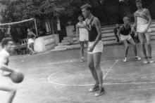 Баскетбольная площадка на стадионе