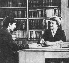 В библиотеке. Фото в брошюре «Одесская туристская база», 1972 г.