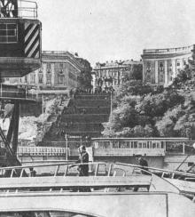 Вид на Потемкинскую лестницу с морского вокзала. Фото в брошюре «Одесская туристская база», 1972 г.