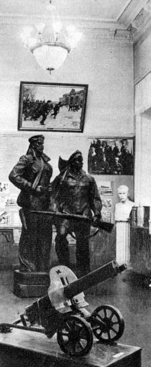 В Одеському історико-краєзнавчому музеї. Фото В.П. Дєдова в фотобуклеті «Одеса. Сторінки революційної слави», 1973 г.