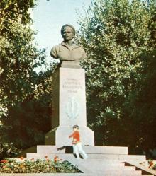 Пам,ятник Г.М. Вакуленчуку. Фото В.П. Дєдова в фотобуклеті «Одеса. Сторінки революційної слави», 1973 г.