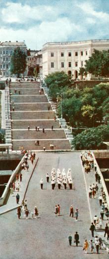 Потьомкінські сходи. Фото В.П. Дєдова в фотобуклеті «Одеса. Сторінки революційної слави», 1973 г.