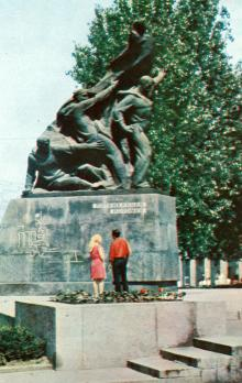 Пам,ятник героям-потьомкінцям. Фото В.П. Дєдова в фотобуклеті «Одеса. Сторінки революційної слави», 1973 г.