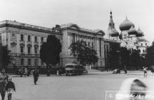 Привокзальная площадь, вид на семинарию на ул. Чижикова. 1955 г.