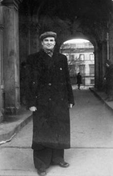 Выход из сквера Чарльза Дарвина на ул. Карла Маркса. 1950 г.
