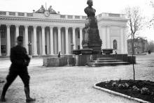 Приморский бульвар, памятник Пушкину. Одесса, 1919 г.