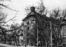 Дом № 16 по ул. 1905 года (угол ул. Челюскинцев). 1980-е гг.