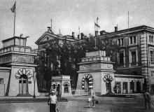 Главные ворота Одесского порта. Фото в брошюре «Все флаги — в гости». 1975 г.