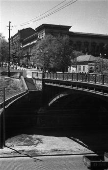 Мост Коцебу на ул. Розы Люксембург (Бунина), фотограф А.И. Молчанов, лето 1954 г.