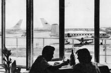 В Одесском аэропорту. Фото в брошюре «Одесса». 1964 г.