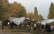 Сгоревший самолет-кинотеатр, фото Андрея Свинаренко, 1988 г.
