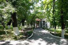 Здание на территории санатория «Хаджибей». Фото Е. Волокина. 28 мая 2017 г.