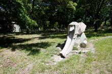 Бетонная скульптура-горка «Слон» на территории санатория «Хаджибей». Фото Е. Волокина. 28 мая 2017 г.