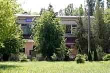 Корпус санатория «Хаджибей», построенный на месте Крестьянского санатория им. ВУЦИК. Фото Е. Волокина. 28 мая 2017 г.