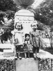 Скульптура-фонтан в сквере им. 9 января. Фото Анатолия Вольхина. 1953 г.