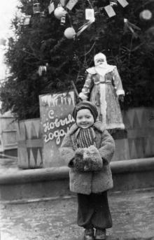 Новогодняя елка на фонтане на площади им. Советской Армии. Одесса, 1 января 1953 г.