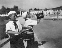 Одеса. Український Артек. Сигналісти. Фото Б. Левіта. Поштова картка. 1939 р.