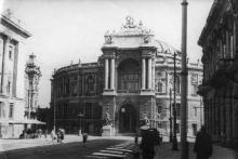 Одесса. Оперный театр и ул. Ленина. 1947 г.