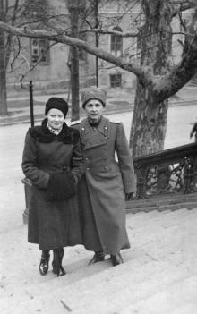 На лестнице от Оперного театра к переулку Чайковского. 1960-е гг.