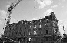 Дом № 10 по ул. Дерибасовской (со стороны ул. Ленина, № 3) во время ремонта. Фото Юрия Бойко. 1988 г.