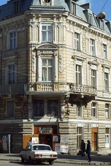 Театральные кассы в доме № 10 по Дерибасовской улице. Фото Ю. Бойко. 2004 г.