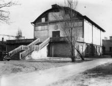 Первый павильон Одесской киностудии. Фото из коллекции Ольги Щербаковой. Конец 1940-х гг.