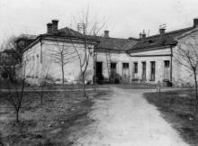Административный корпус Одесской киностудии. Фото из коллекции Ольги Щербаковой. Конец 1940-х гг.