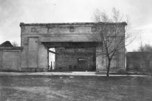 Пятый павильон Одесской киностудии. Фото из коллекции Ольги Щербаковой. Конец 1940-х гг.