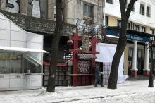 Торговые павильоны с тыла дома № 46 по Греческой улице. Фото Юрия Маслова. 28 марта 2018 г.