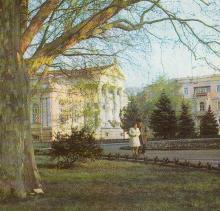 Одесский археологический музей — один из старейших в стране. Фото на открытке из набора «Город-герой Одесса». 1978 г.
