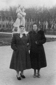 На проспекте им. Сталина (Александровском) угол Кирова, 1952 г.