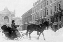 На углу улиц Дерибасовской и Ришельевской. Начало 1900-х гг.