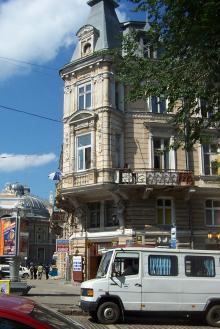 Дом № 10 по Дерибасовской улице. Фото Марины Мовчан. 2003 г.