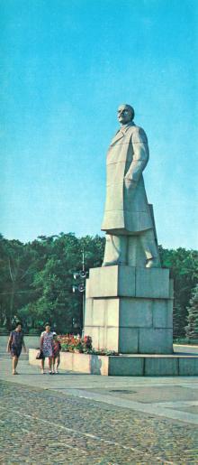 Памятник В.И. Ленину. Фото Б. Минделя на панорамной открытке из комплекта «Одесса». 1978 г.