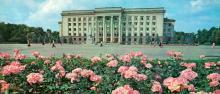 На площади Октябрьской революции. Фото Б. Минделя на панорамной открытке из комплекта «Одесса». 1978 г.