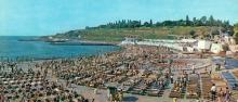 Один из городских пляжей (Аркадия). Фото Б. Минделя на панорамной открытке из комплекта «Одесса». 1978 г.