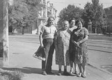 Памятник Малиновскому, на углу ул. Советской Армии и Короленко. 1964 г.