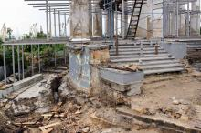 Реставрация колоннады. Фото В. Тенякова. 04 июля 2017 г.