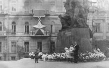 Возле памятника Потемкинцам