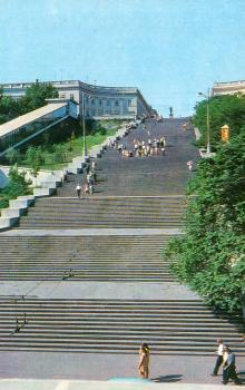 Потьомкінські сходи. Фото А. Підберезького з комплекту листівок «Місто-герой Одеса». 1975 р.